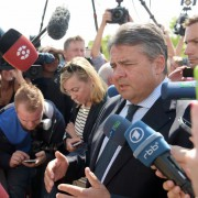 SPD-Chef Sigmar Gabriel in Heidenau Foto: picture alliance/dpa