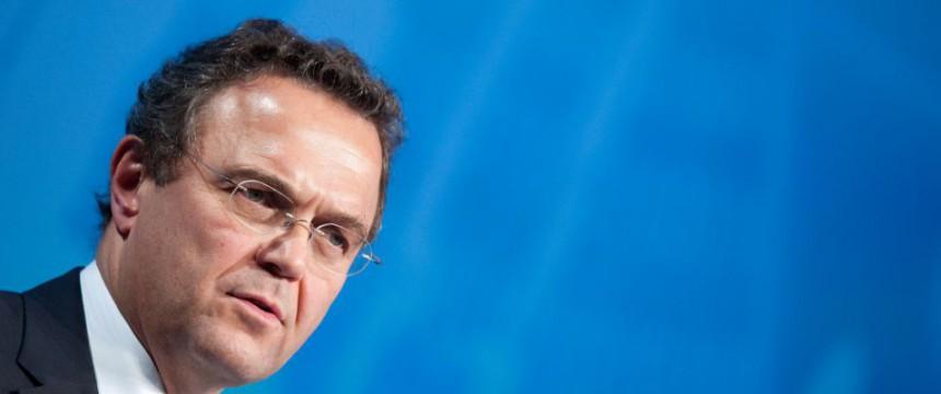 Hans-Peter Friedrich (2012): Scharfe Kritik an Merkels Asylkurs Foto: dpa