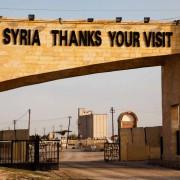Grenzübergang in Syrien: Immer mehr Flüchtlinge kaufen sich syrische Pässe Quelle: picture alliance/dpa