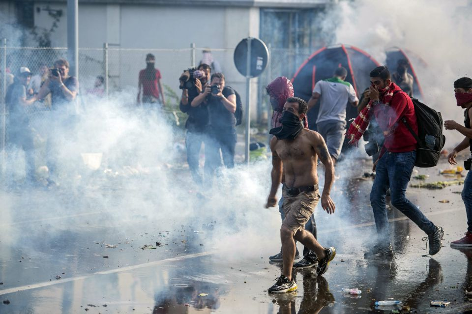 Asylsuchende attackieren Ungarns Polizei
