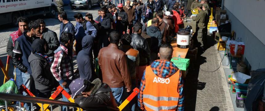 Asylbewerber an der deutschen Grenze: Eine ausgewachsene Staatskrise Foto:  picture alliance / BARBARA GINDL / APA / picturedesk.com