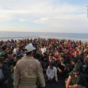 Einwanderer aus Afrika auf einem Schiff vor der Küste Italiens Foto: picture alliance/ROPI