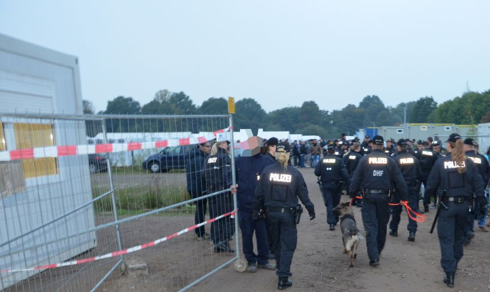 Polizei in Erstaufnahmeeinrichtung