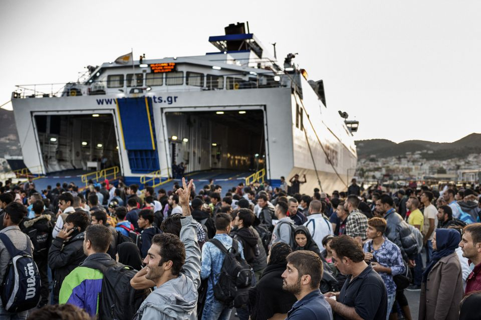 Fähren bringen die Asylsuchenden auf das Festland