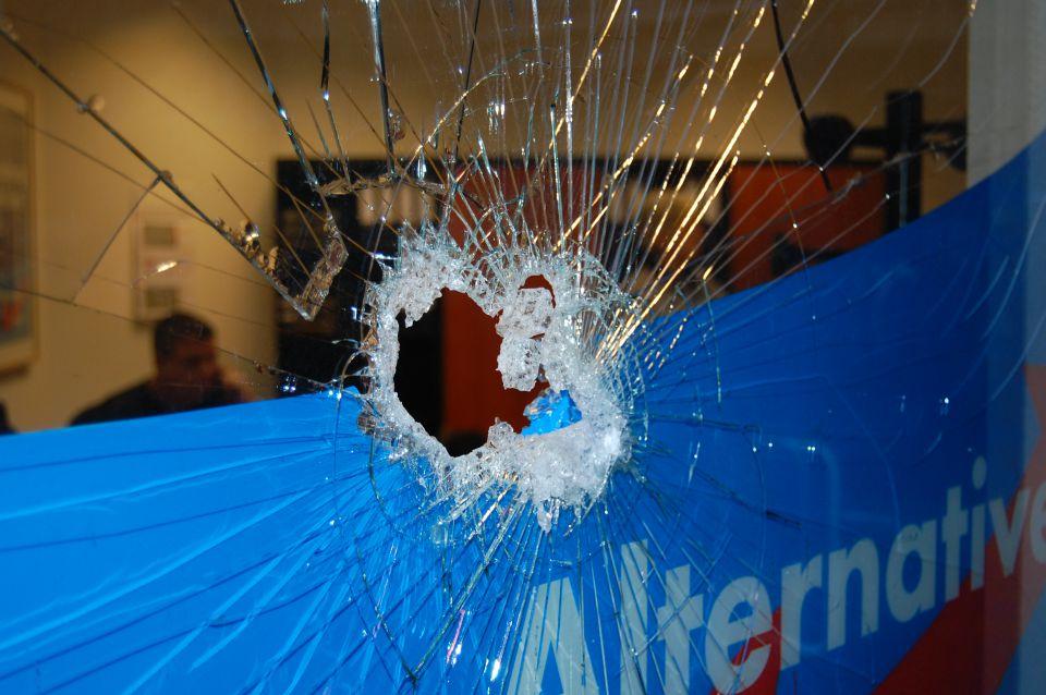 Zerstörte Fensterscheibe