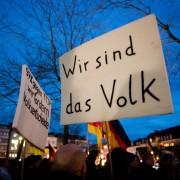 Pegida-Demonstration in Karlsruhe: Politik sorgt sich vor einem Aufstand der Bürger Foto: picture alliance/dpa