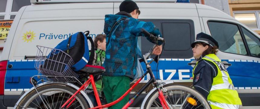 Präventionsveranstaltung der Polizei für Kinder Foto: picture alliance/ZB/dpa