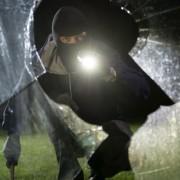 Einbrecher (Symbolbild): An den Falschen geraten Foto: dpa