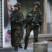 Französische Soldaten nach dem Attentat in Paris: Pathos der Entschlossenheit Foto:  picture alliance / dpa