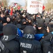 """Anti-AfD-Demonstration in Hannover: Viel Schwarz bei """"Bunt statt braun"""" Foto: dpa"""