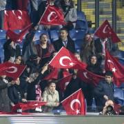 Türkische Anhänger beim Länderspiel Türkei gegen Griechenland in Istanbul Foto: picture alliance/dpa