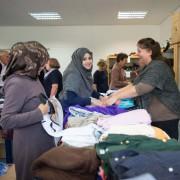 Asylbewerber bei der Kleiderausgabe in einer Unterkunft in Wertheim Foto: picture alliance/dpa