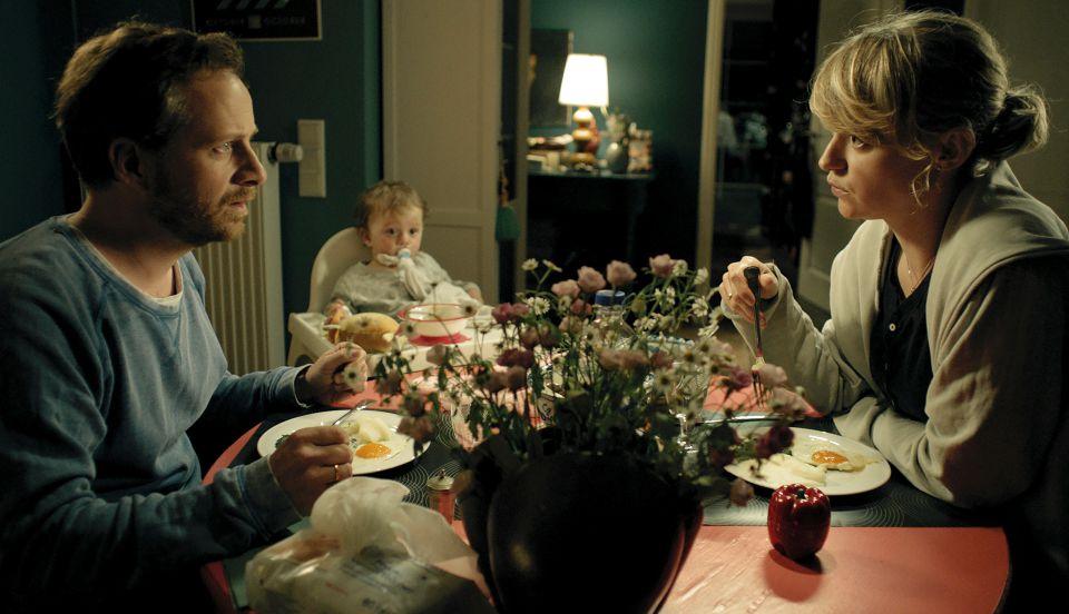 Viktor und Alex sitzen mit ihrer Tochter beim Essen Foto: NDR/Weydemann Bros. GmbH