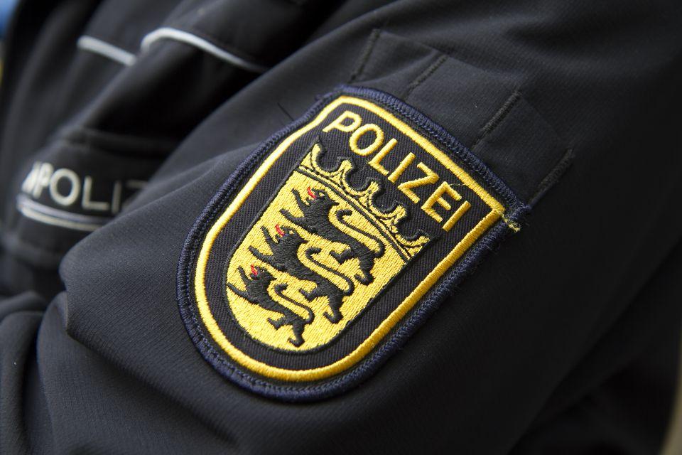 Logo der Polizei Baden-Württemberg: Das Göppinger Polizeipräsidium wirft 15 Beamten vor, nicht gegen vermeintlich rechtsextreme Inhalte in einer WhatsApp-Gruppe protesiert zu haben