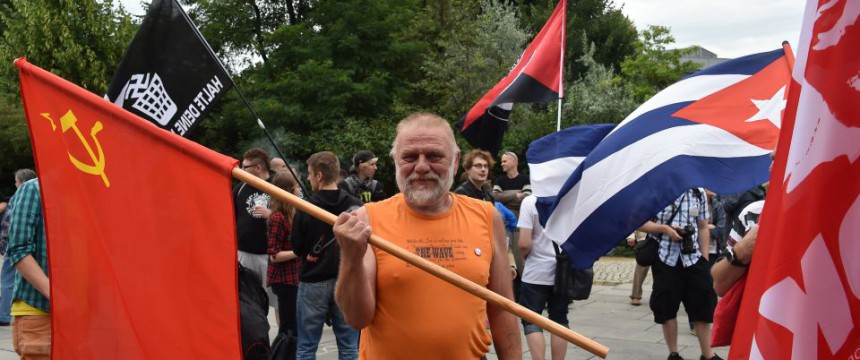 Linke Demonstration in Frankfurt: Steuergelder für Demonstrationen ausgegeben Foto: dpa