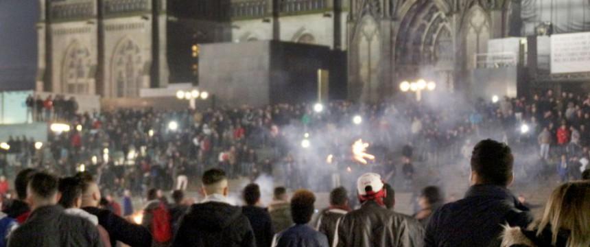 Silvester in Köln: Zahlreiche Mädchen und Frauen belästigt und attackiert Foto:  picture alliance / dpa