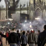 Aggressive Stimmung in Köln am Silvesterabend Foto: dpa