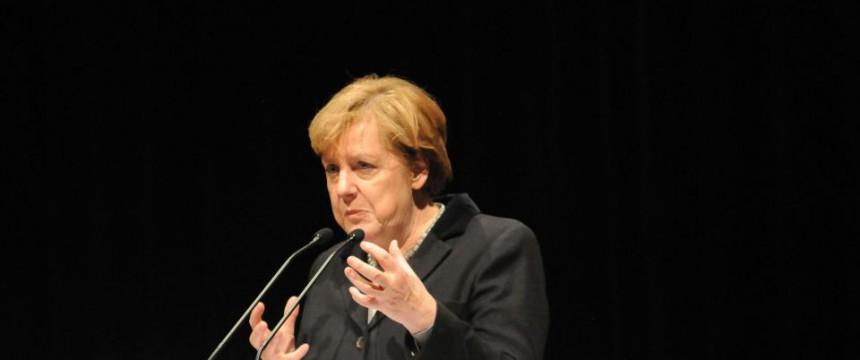 Bundeskanzlerin Angela Merkel: Staatsstreich mit Hilfe des Parlamentes Foto: picture alliance / ROPI