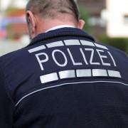 Polizist im Einsatz (Symbolbild): Die Asylkrise drückt auf die Stimmung der Beamten Foto: picture alliance/Eibner-Pressefoto