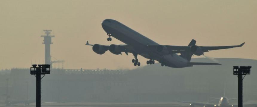 Abhebendes Flugzeug (Symbolbild): Iraker zieht es wieder in die Heimat Foto:  picture alliance/JOKER