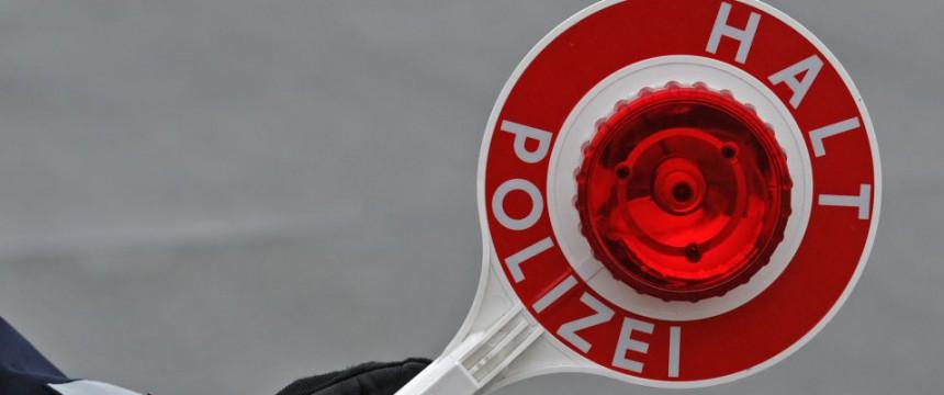 Asylbewerber haben in Karben eine Straße blockiert Foto: dpa