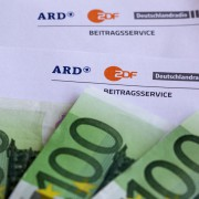 Gebührenbescheid: Bürger sollen immer mehr zahlen Foto:  picture alliance/Eibner-Pressefoto