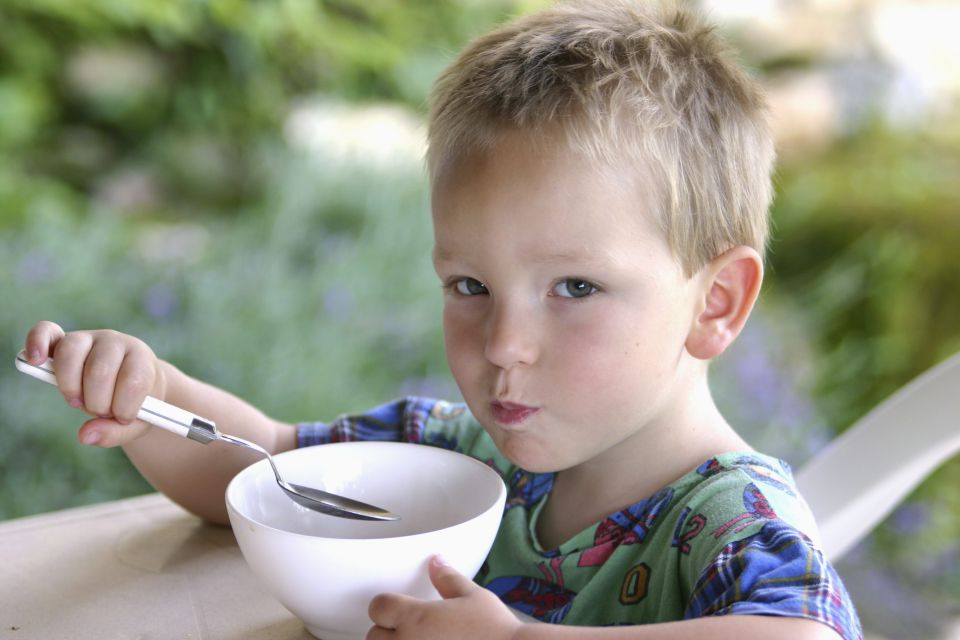 Essendes Kind (Symbolbild)