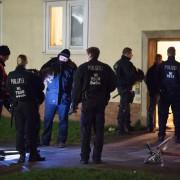 Vergebliche Polizisten vor dem Göttinger Wohnsitz: Zigeunersippe vermutlich untergetaucht Foto:  picture alliance / dpa