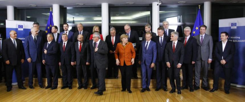 Bundeskanzlerin Angela Merkel mit europäischen Staatschefs: Mißtrauensvotum gegen die Kanzlerin Foto: picture alliance / dpa