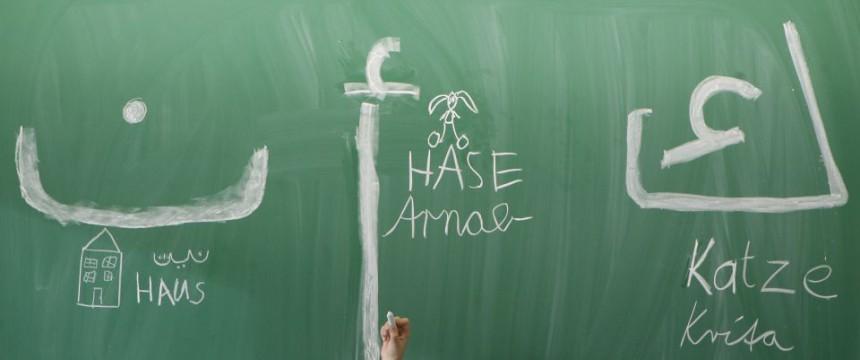 El alumno de caracteres ejerce árabe Foto: picture alliance / ZB / dpa