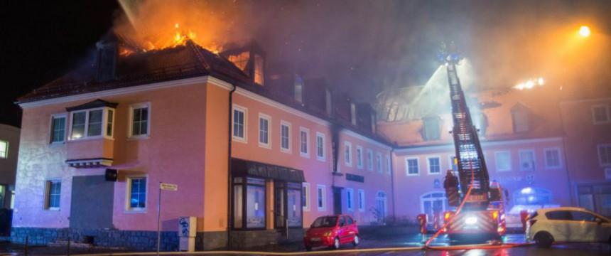 Brennende geplante Asylunterkunft in Bautzen Foto: picture alliance/dpa