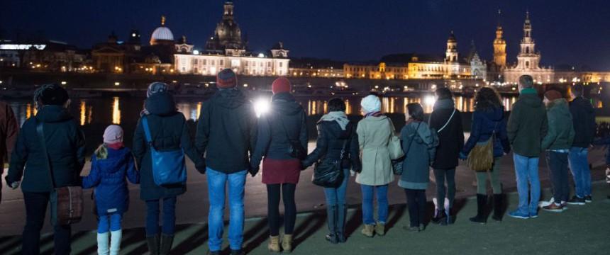 Menschenkette in Dresden am 13. Feburar 2016 Foto: picture alliance/dpa