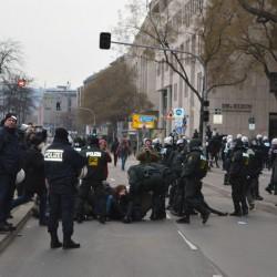 Polizei räumt Sitzblockade Foto: JF