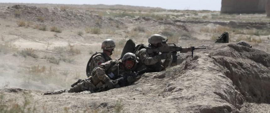 Bundeswehrsoldaten im Wüstenkampf in Mali Foto: picture alliance / dpa