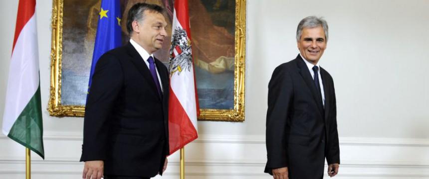 Orban und Faymann (Archiv): Die einen gehen, vorweg, die anderen bleiben zurück Foto: dpa