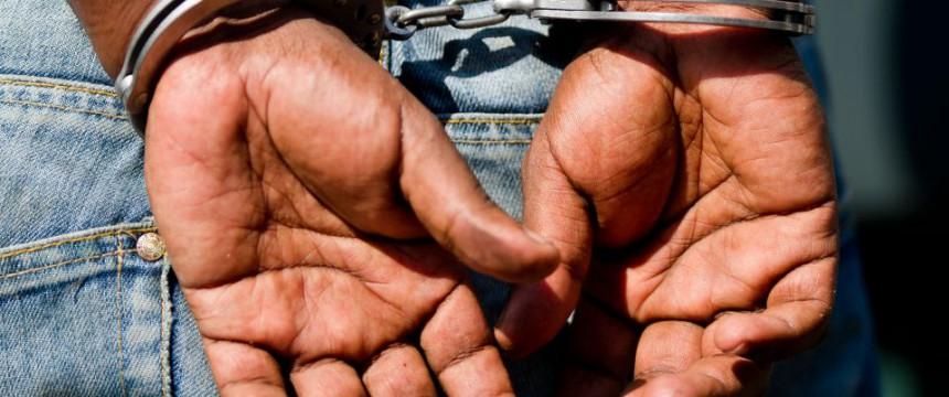 Mann in Handschellen (Symbolfoto) Foto: picture alliance/dpa