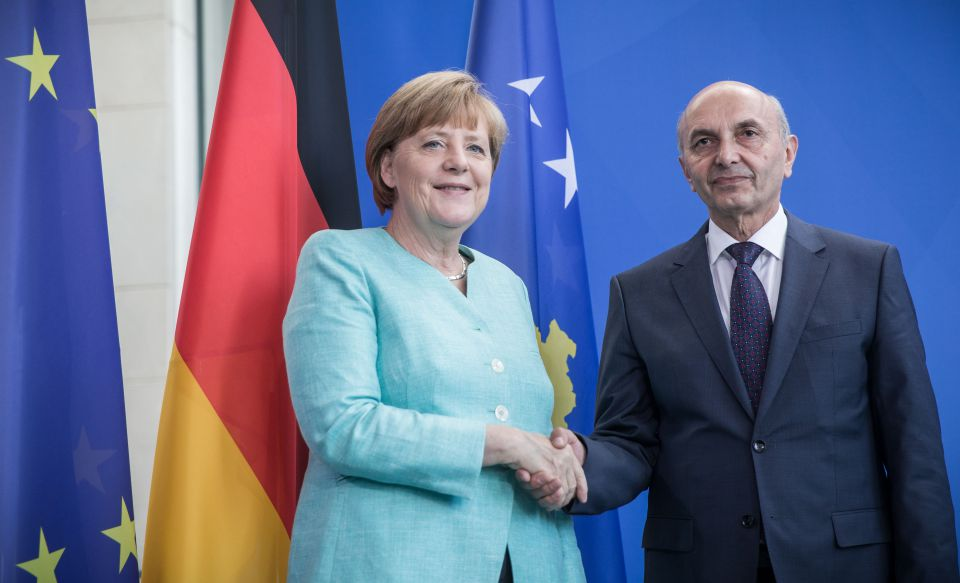 Angela Merkel und Isa Mustafa