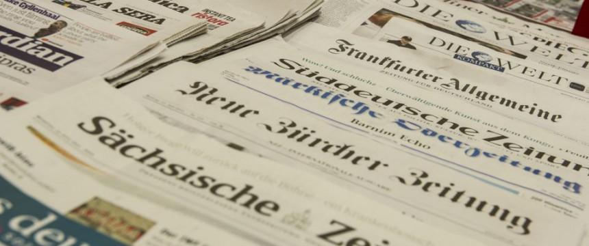 Ausgelegte Zeitungen: Ein unabhängiger Presserat muß her Foto: picture alliance / dpa