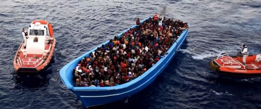 Italienische Küstenwache rettet Asylsuchende (Symbolfoto) Foto: picture alliance / ROPI
