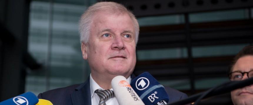 Horst Seehofer: Macht Merkel für AfD-Erfolg verantwortlich Foto: dpa