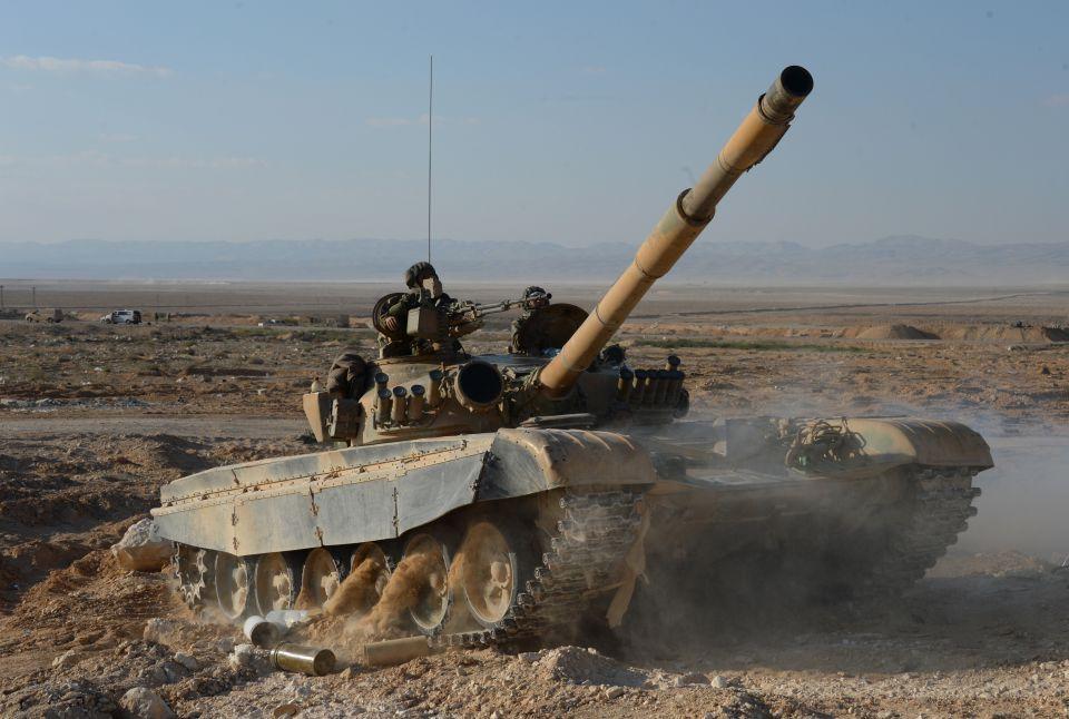 Syrischer Regierungspanzer in der Nähe Palmyras