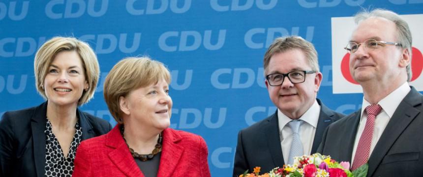 Bundeskanzlerin Angela Merkel mit den CDU-Spitzenkandidaten der Landtagswahlen Foto: picture alliance/dpa