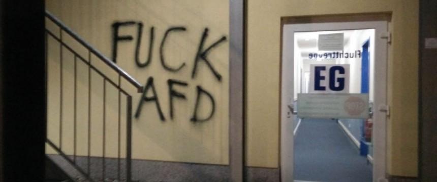 Linksextreme Farbattacke auf das Hotel, in dem die AfD ihren Parteitag abhalten wollte Foto: Indymedia
