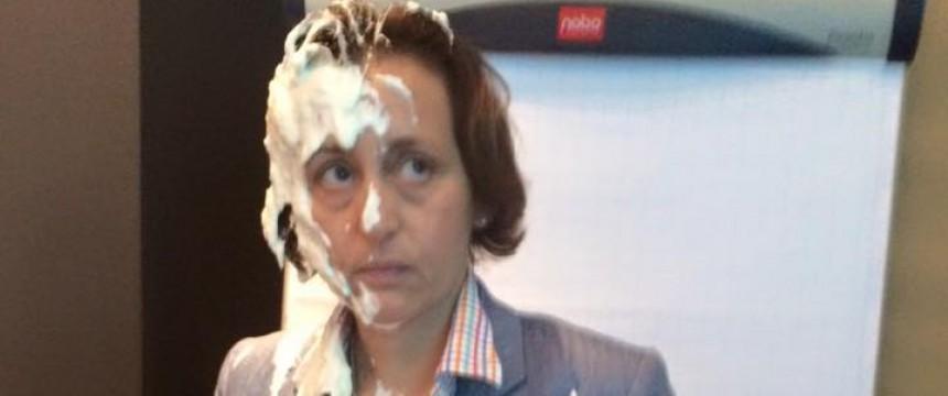 AfD-Politikerin Beatrix von Storch nach der Tortenattacke Foto: Facebook/Betarix von Storch