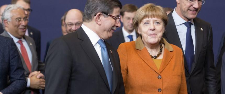 Ahmet Davutoglu und Angela Merkel auf dem Brüsseler Türkei-Gipfel am 7. März 2016 Foto: DPA/Picture-Alliance/Thierry Monasse