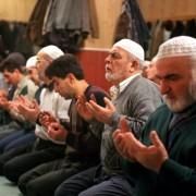 Betende Moslems in einer Berliner Moschee: Ressentiments gegenüber einer anderen Religion führen in die Irre Foto:  picture-alliance / dpa