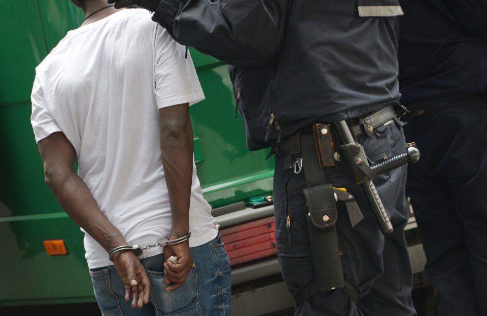 Mann in Handschellen (Symbolfoto)