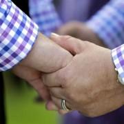 Schwules Ehepaar (Symbolfoto: Künftig auch in der EKBO erlaubt Foto: picture alliance / AP Photo