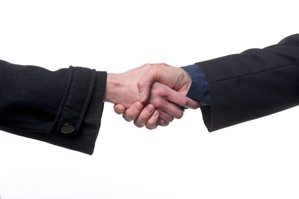 Handschlag (Symbolbild)