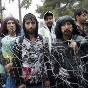 Asylsuchende an der griechisch-mazedonischen Grenze: Bundesregierung simuliert Kontrolle Foto: picture alliance / ZUMAPRESS.com